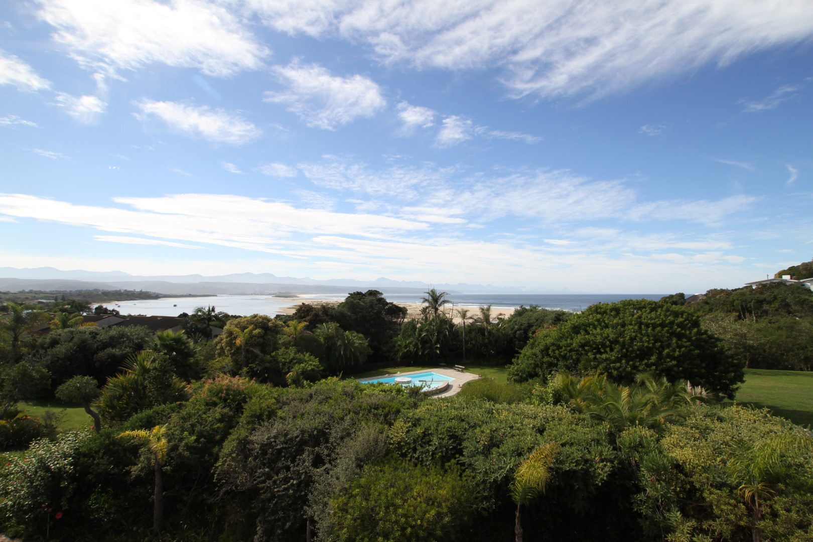 Western Cape, 6600, 4 Bedrooms Bedrooms, ,4 BathroomsBathrooms,Apartment,For Sale,1045